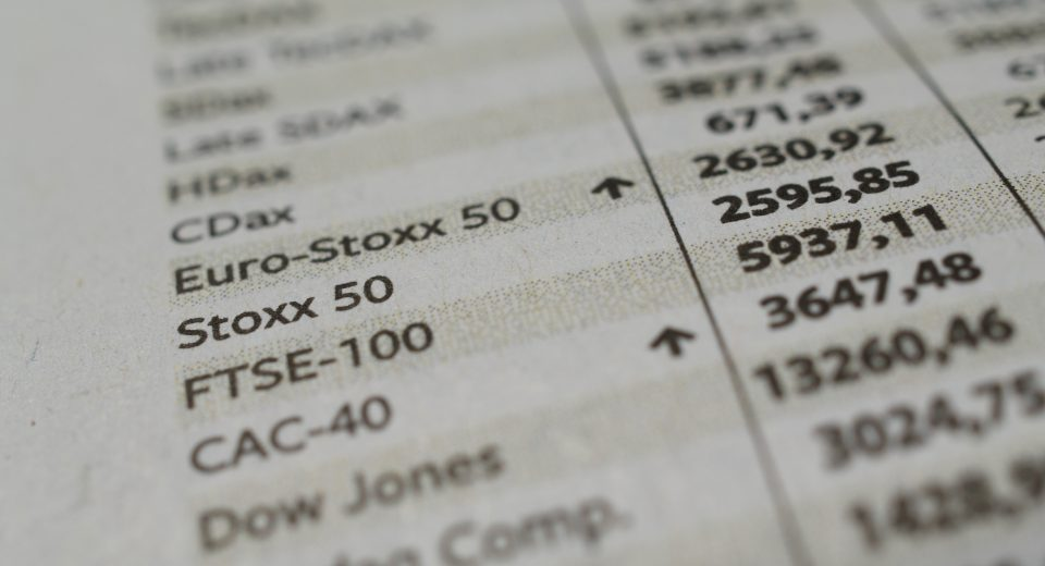 Eurostoxx, Wort, Text, Nahaufnahme, Makro, Zeitung, Euro, Stoxx, Börse, Börsenkurs, Index, Indizes, xetra, Aufschwung, Krise, Börsenkrise, Finanzen, Kurse, Aktien, Europa, Konjungtur, Geld, Anlage, Information, Kurs, Gewinn, Notierung, Spekulation, Wert, Dax, CDax, FTSE, CAC